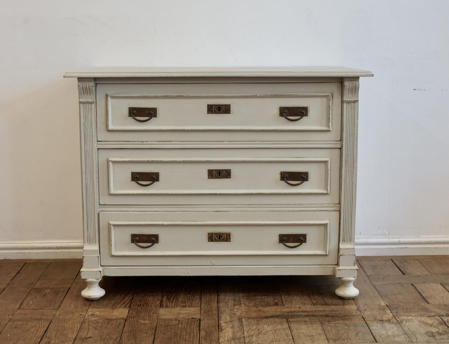 Continental painted chest of drawers