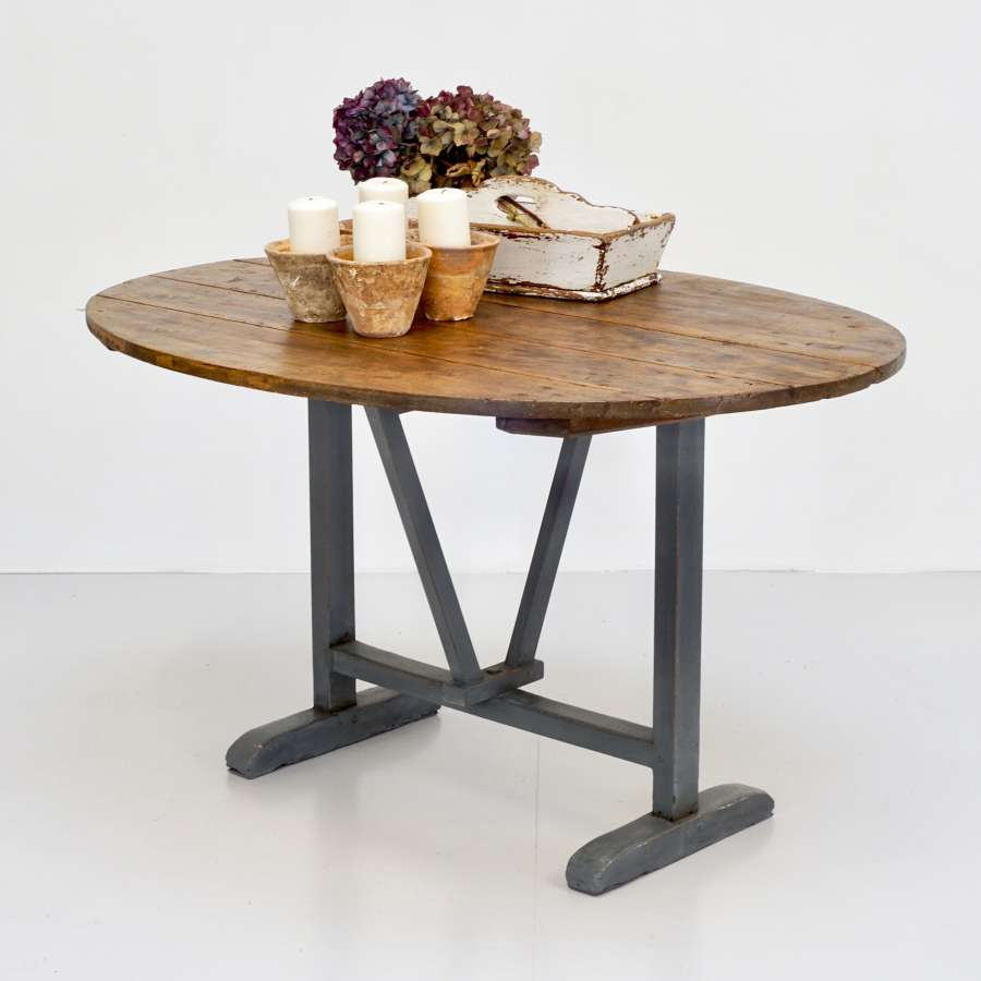 French Vigneron Table